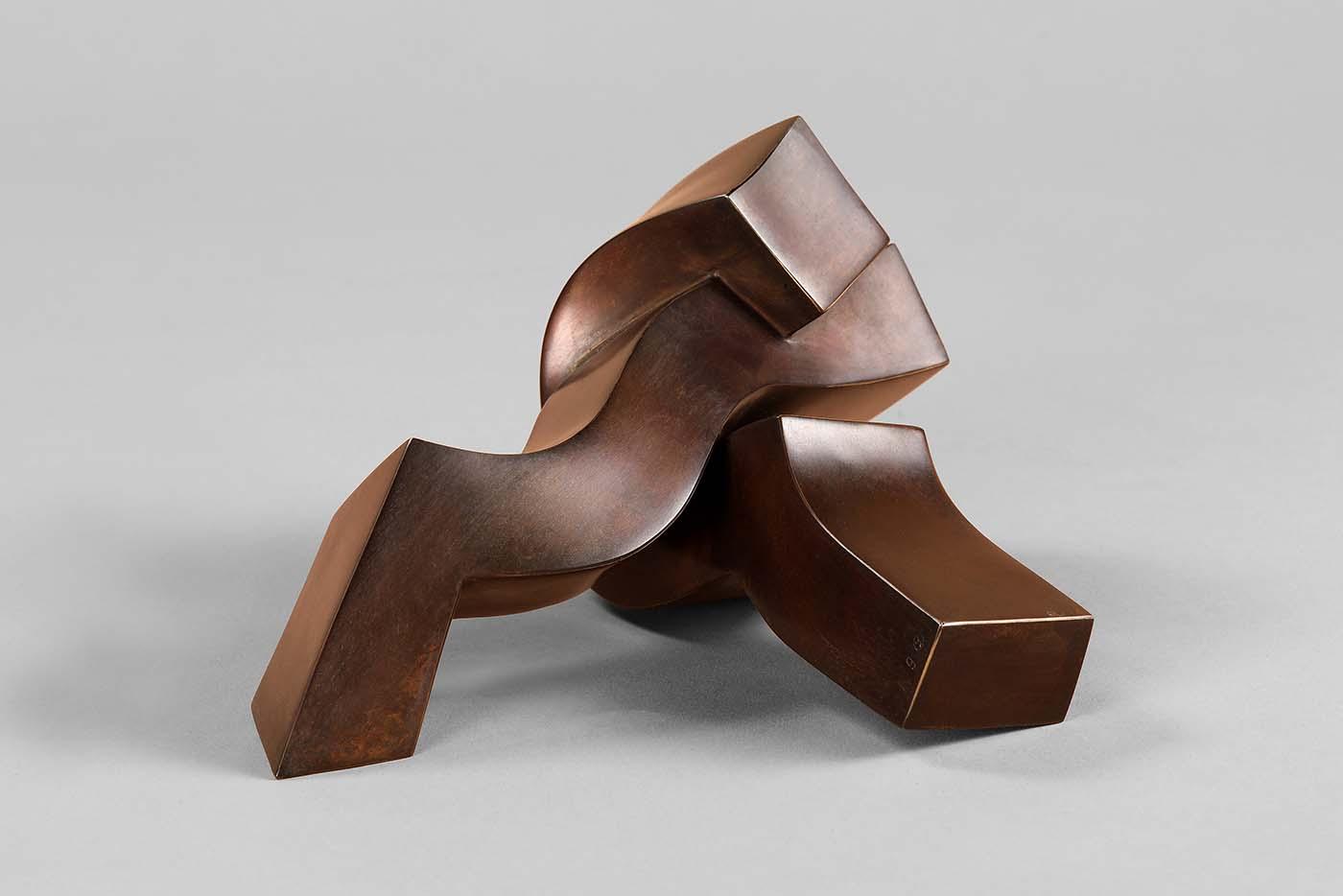 Der Kuss, 2019, Bronze, 10,5 x 16 x16 cm, (1).jpg