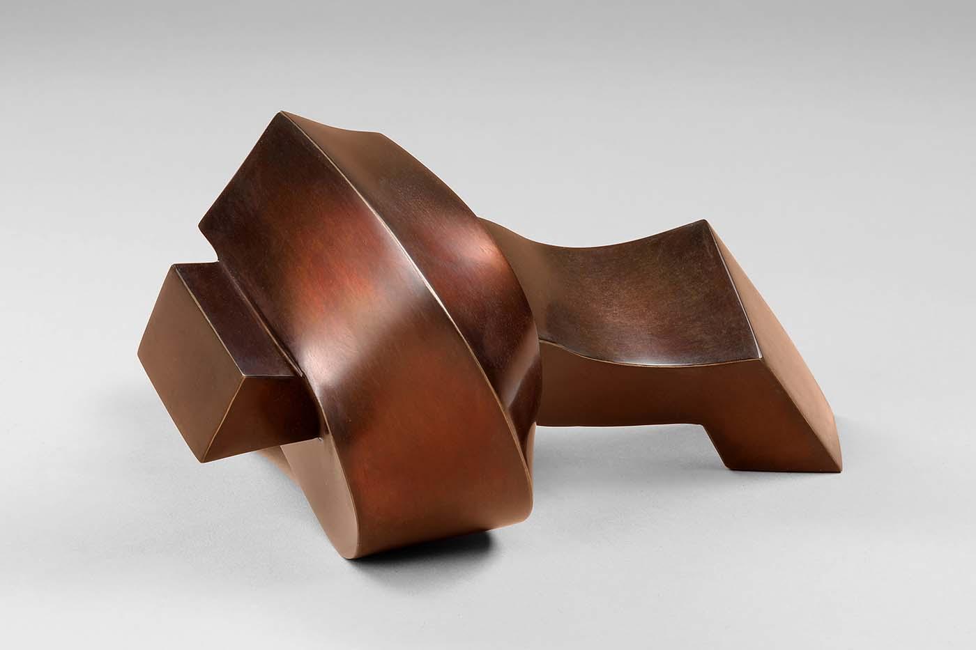 Der Kuss, 2019, Bronze, 10,5 x 16 x16 cm, (3).jpg